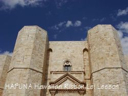 空と城のコントラスト